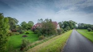 Blick vom Elbdeich auf das Landhaus